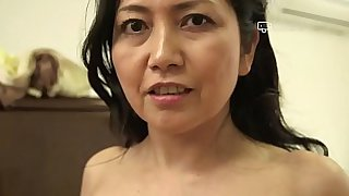 Japanese Mature Azusa Mayumi Erotically Takes Off Clothes to Show Hot Body